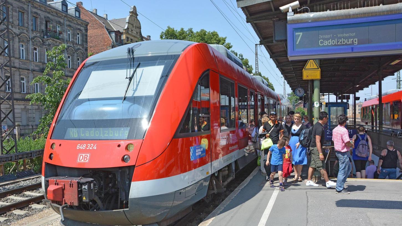 Bisher ist am Fürther Hauptbahnhof Schluss für die Rangaubahn, die von Cadolzburg über Zirndorf hierherkommt. Mit Hilfe der alten Ringbahntrasse könnte die Fahrt bis zum Nürnberger Nordostbahnhof weitergehen.