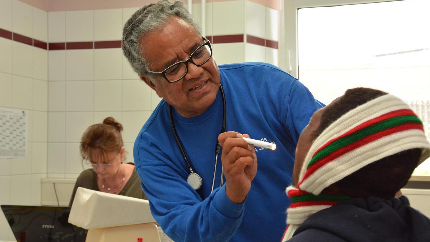 Wenn Flüchtlinge krank sind, ist die Hilfe in Deutschland oft noch unzureichend. Arzt Habib Ghamin (Bild), der in der ZAE in Zirndorf behandelt, war Teilnehmer der Diskussion, zu der Klinikum und Integrationsbeirat eingeladen hatten.