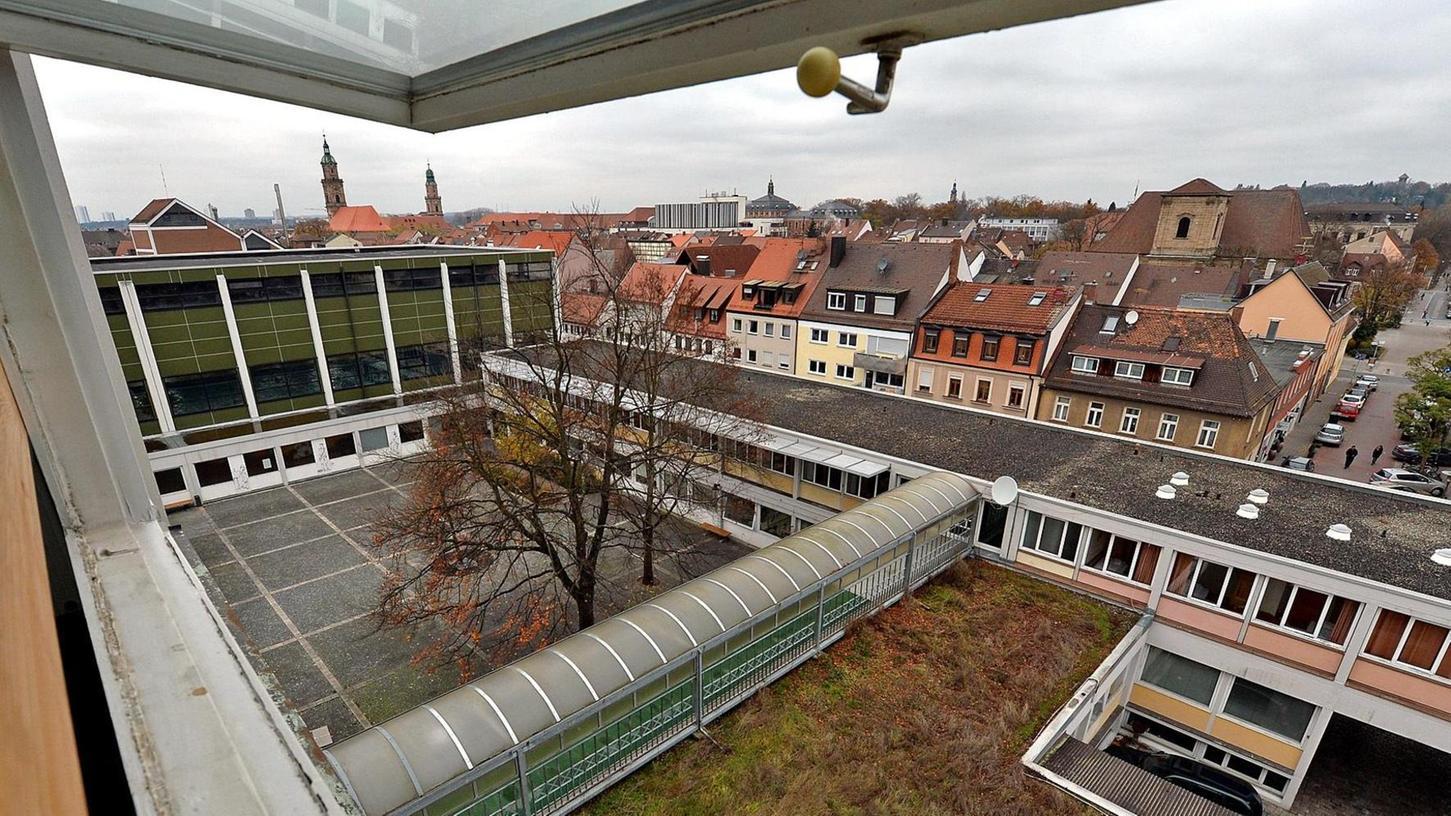 Bis zu der Sanierung des Frankenhofs im Jahr 2017 soll das Zentrum als Unterkunft für junge Flüchtlinge dienen, die aus ihrer Heimat nach Erlangen geflohen sind.