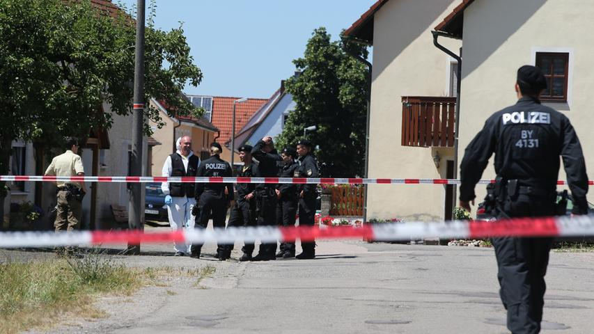Nach Amoklauf: Kirchweih in Leutershausen mit Trauerflor