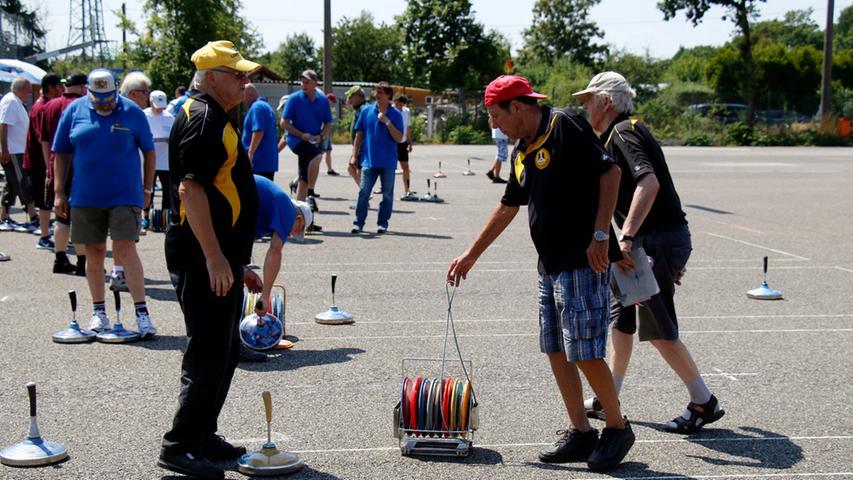 Sport..Foto: Guenter Distler..Motiv :Der TSV Fischbach veranstaltet wieder sein  beliebtes Eisstockschießen