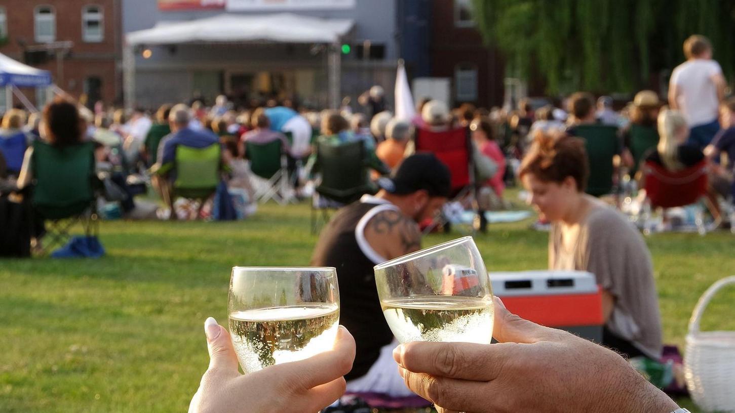 Fans des Classic Open Air wissen, was es für einen gelungenen Abend braucht: Campingstühle, ein Gläschen Sekt und natürlich die Musik.