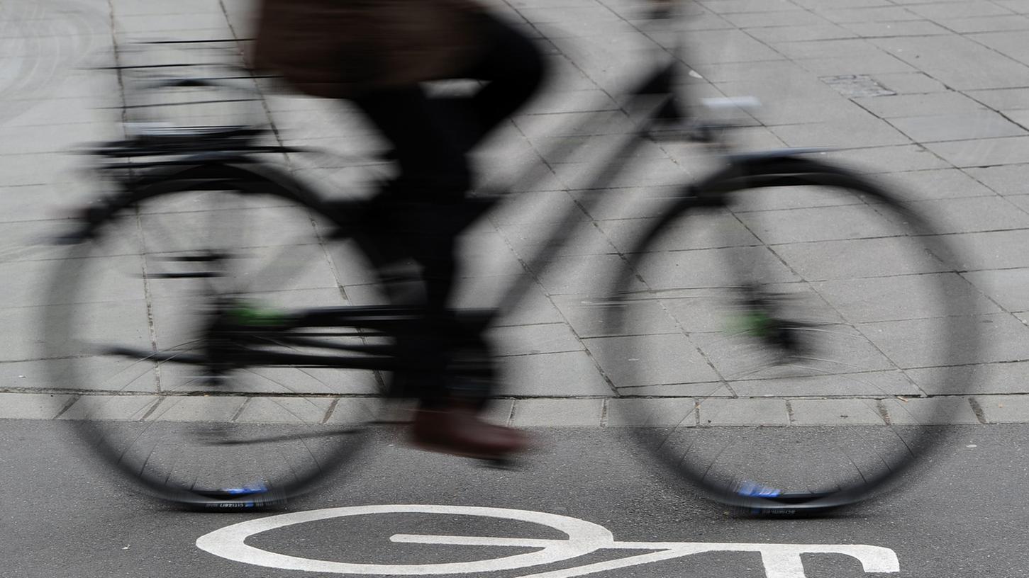 Auch im Freistaat ist der Bedarf an kreuzungsfreien Radschnellwegen groß. Vor allem in Nürnberg und München könnten dadurch die Innenstädte entlastet werden.