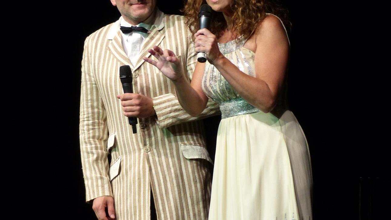 Kabarettist Oliver Tissot und Moderatorin Karin Schubert trugen zur kurzweiligen Unterhaltung in der Comödie bei.