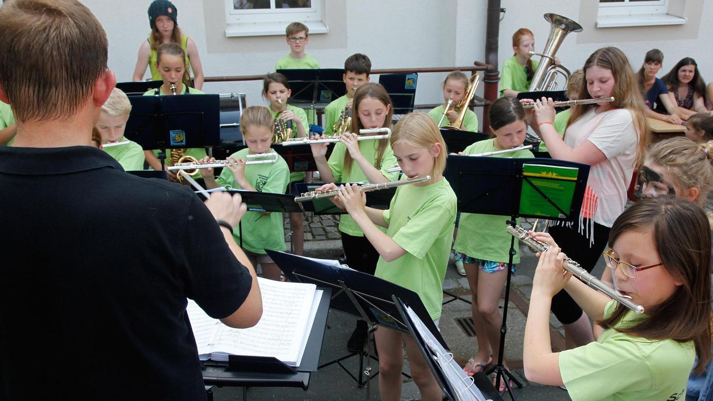 Bei den Feierlichkeiten mit einem vielfältigen Musikprogramm empfing die Schule auch künftige Lehrer und Schüler.
