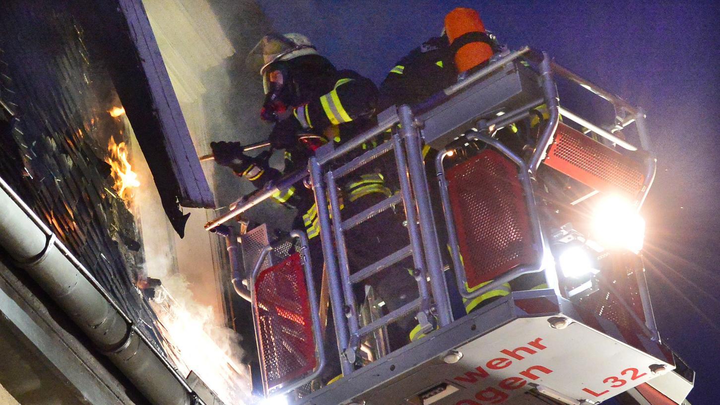 Die Feuerwehr war im Großeinsatz um den Brand zu löschen.
