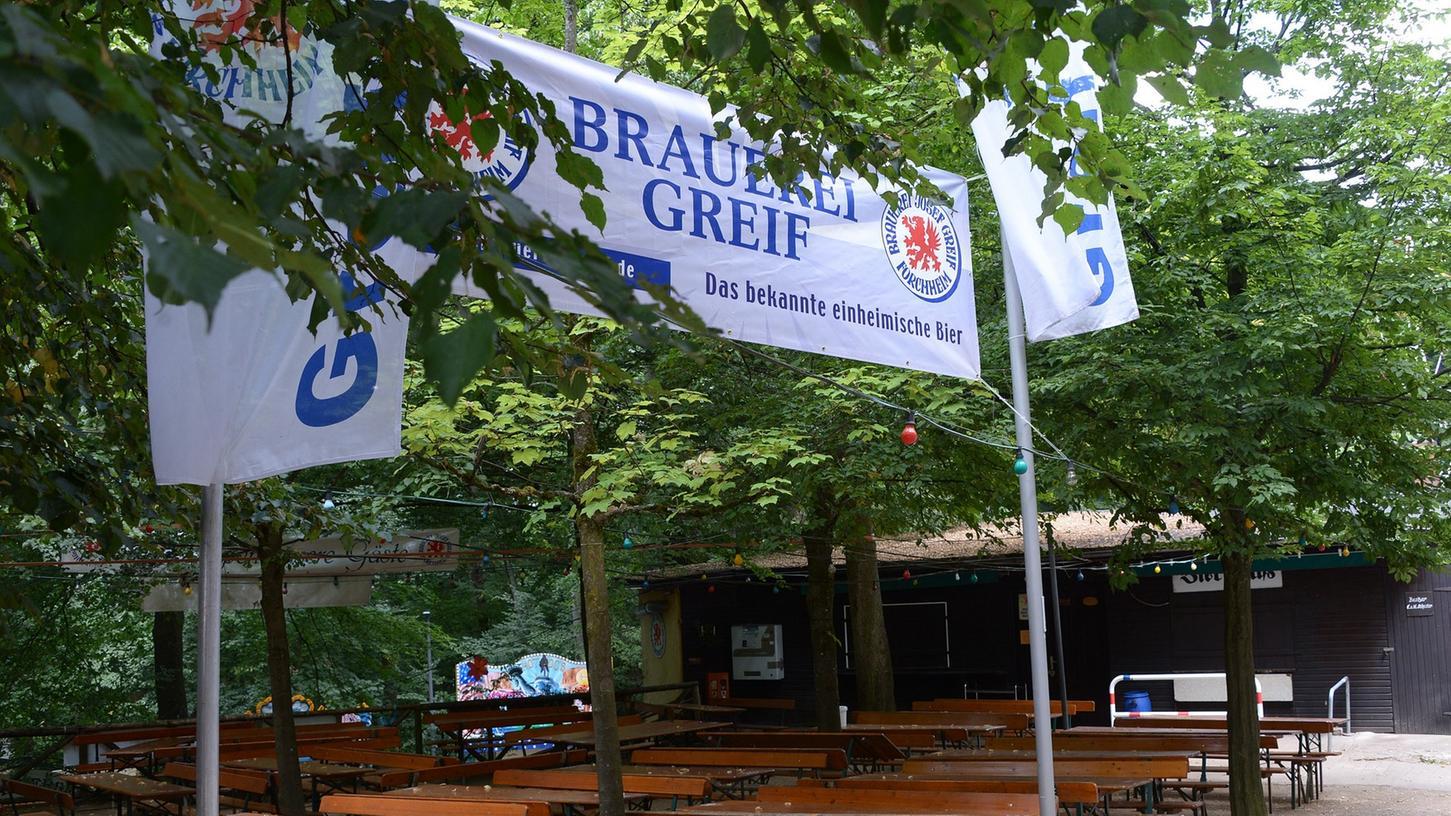 Die bunte Lichterkette illuminiert den Greif-Keller ab dem 24. Juli in prächtigen Farben.