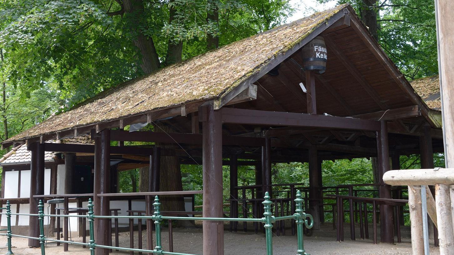 Typisches Merkmal des Fässla-Kellers ist das Fass unter dem Dach.