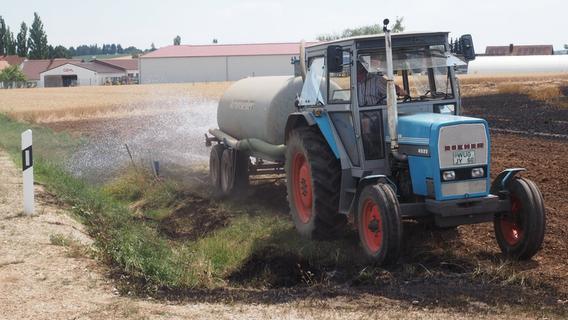 Felder bei Weißenburg in Flammen: Feuer frisst zwei Hektar Land