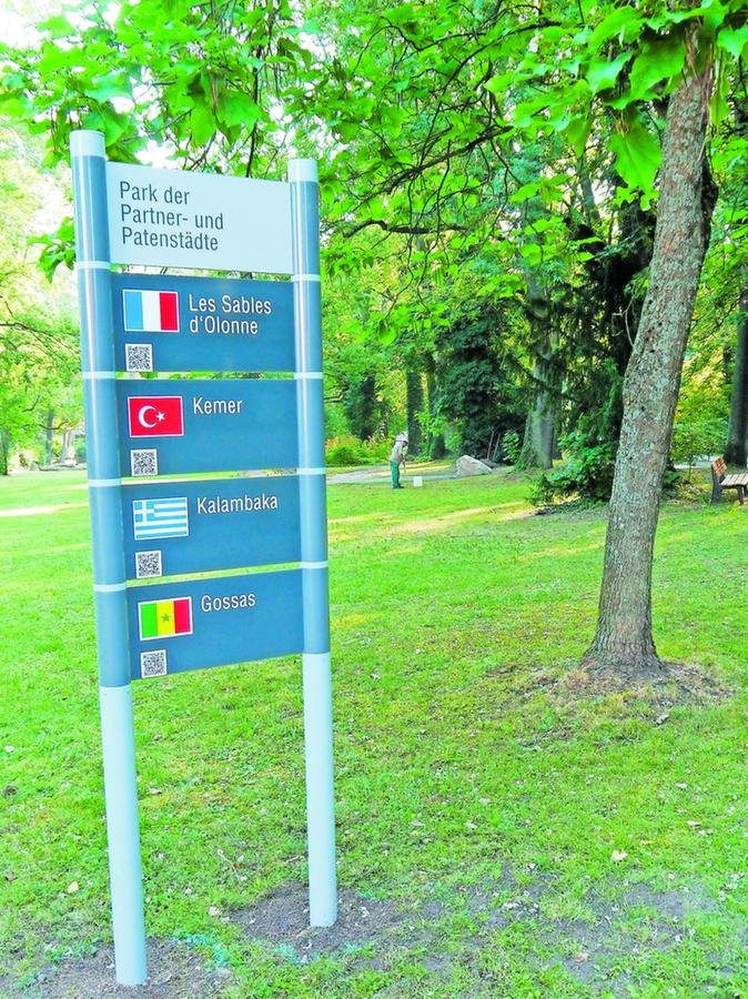 Ein Schild an der Birkenstraße kündet vom Park der Partner- und Patenstädte.