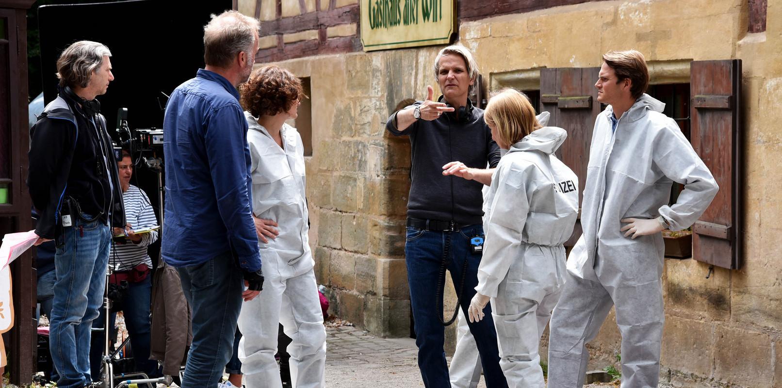 Ein Mord führt die Ermittler zum Gasthof Rockenbrunn, dass in der Folge dann natürlich einen anderen Namen bekommt.