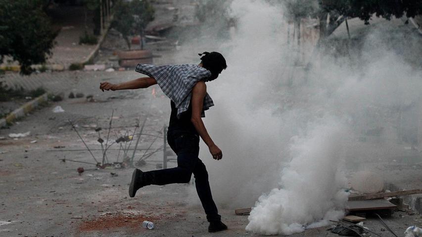 Die Gewalt eskaliert: Proteste gegen türkische Luftschläge