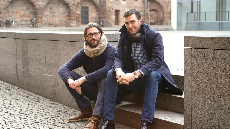 Die Brüder Florian (links) und Christian Sußner aus nürnberg haben ein Fantasy-Spielbuch entwickelt, bei dem der Leser selbst entscheiden kann, wie es weitergeht.