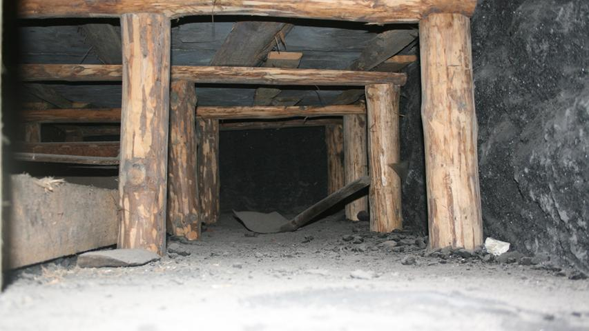 Wer das sieht, der ahnt, wie schwer die Arbeit in den Kohleminen war. Die Räume waren so niedrig, dass die Arbeiter im Liegen schaufeln mussten.