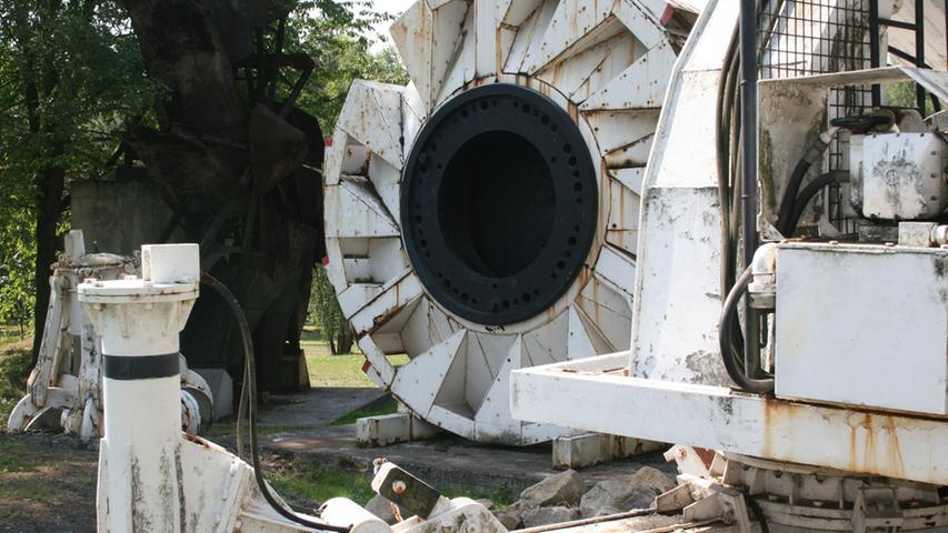 ...der als Museum dient und in dem man zum Beispiel diese Maschine sieht, mit der die Stollen in den Untergrund gebohrt wurden.
