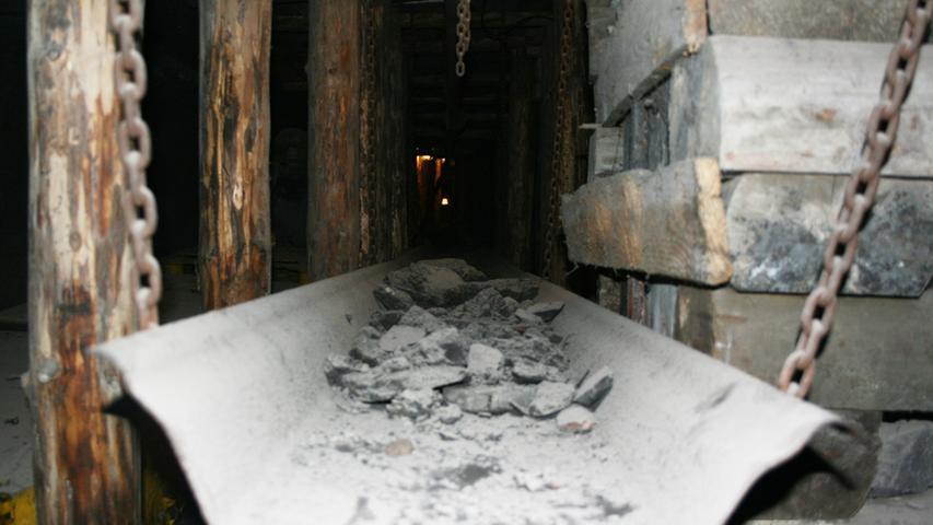 Gleitet die Kohle auf dieser Rutsche entlang, wirbelt sie gehörig Staub auf.