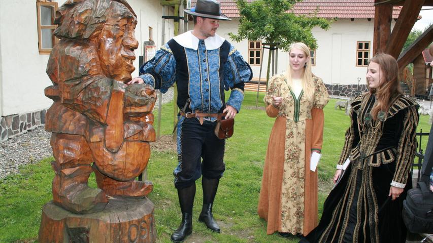 Stilecht gewandet: Die Touristenführer in der Schlesisch-Ostrauischen Burg.