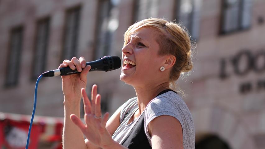 Das Bardentreffen findet auch 2015 nicht nur auf den großen Bühnen statt: Die zahlreichen Straßenmusiker gehören ebenso dazu. So wie Alice Ruff.