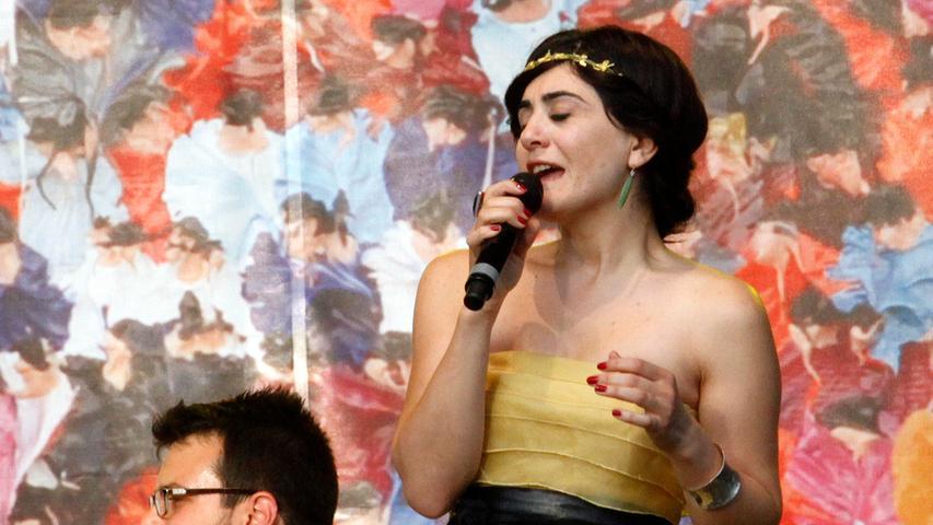 Bardentreffen 2015: Grebe im rosa Tütü, Cigdem Aslan mit Magie
