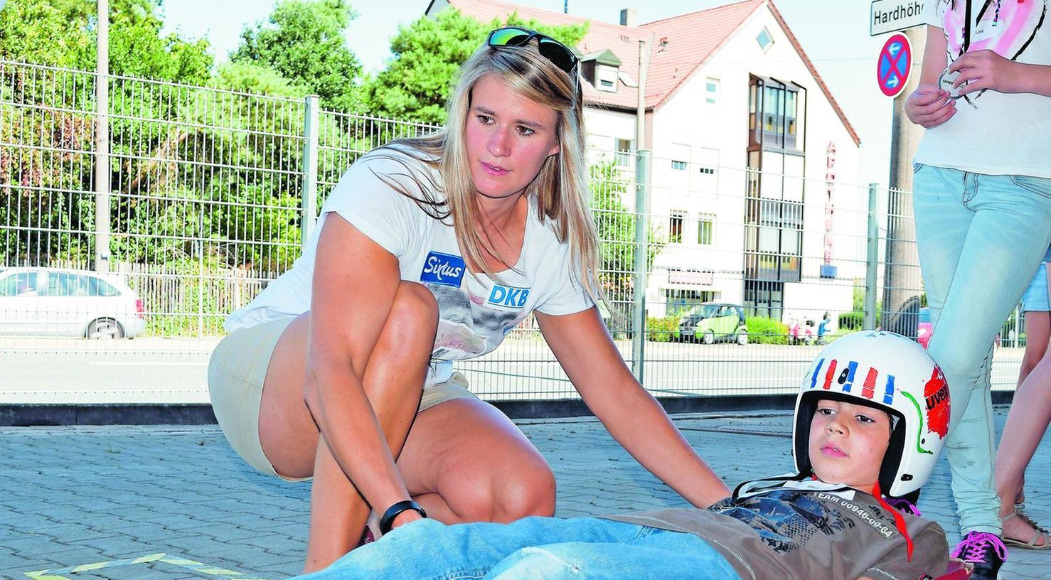 """""""Ein Gefühl dafür bekommen, wie sich das Ding unter einem verhält"""": Olympiasiegerin Natalie Geisenberger erklärt, worauf es beim Rodeln (im Sommer) ankommt."""