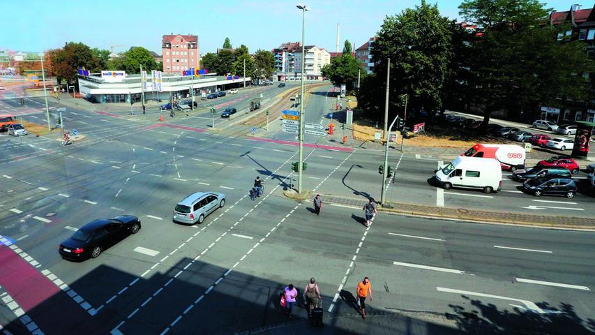 Der Dianaplatz in Gibitzenhof ist vor allem eines: Ein wichtiger Verkehrsknotenpunkt. Für die Anwohner ist der Lärm eine Belastung. Mehr über diesen Platz erfahren Sie hier.
