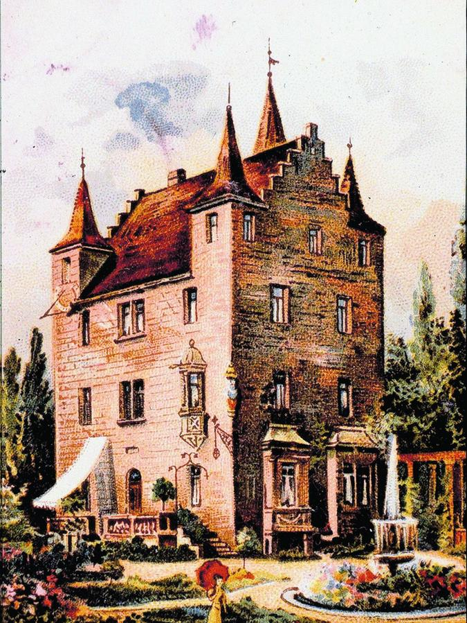 Im Jahr 1867 ließ Professor Bergau das Stark-Praunsche Herrenhaus in der Irrhainstraße abtragen und aus den Originalteilen in ähnlicher Form in der Pilotystraße wieder aufbauen. Im zweiten Weltkrieg wurde es zerstört.
