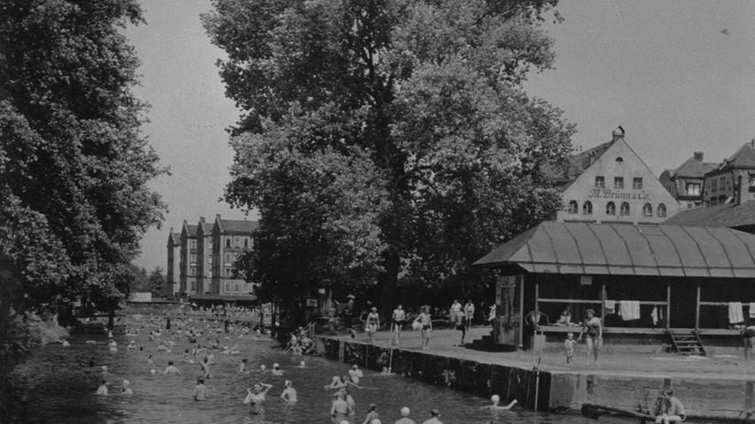 Trotz des neuen Sportbades am Scherbsgraben herrschte Ende der 50er Jahre an heißen Tagen auch im Fluss noch Hochbetrieb.