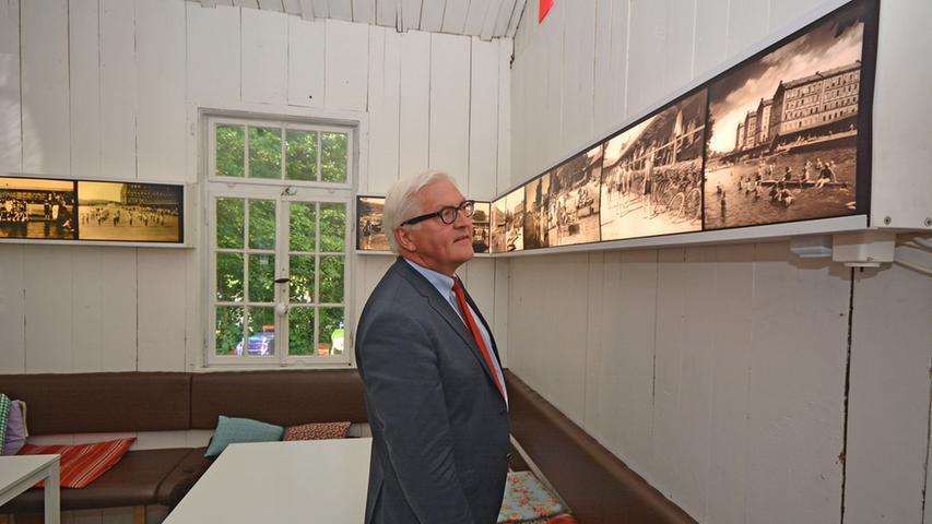Außenminister Frank-Walter Steinmeier (SPD) besucht auf seiner Tour durch Fürth 2013 auch den Kulturort Badstraße 8.