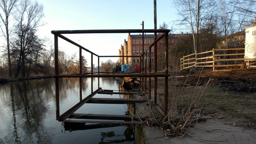 Die Arbeiten für die künftige Uferpromdenade an der Badstraße waren 2007 in vollem Gange. Für das Projekt am ehemaligen Flussbad mussten einige Bäume weichen.