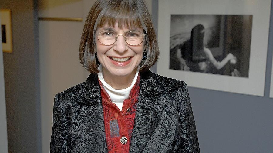 Janice Rubin hat Frauen fotografiert, die an einer wichtigen Schwelle ihres Lebens standen. Zur Midissage ihrer Fürther Ausstellung ist die Amerikanerin nun erstmals nach Deutschland gekommen.
