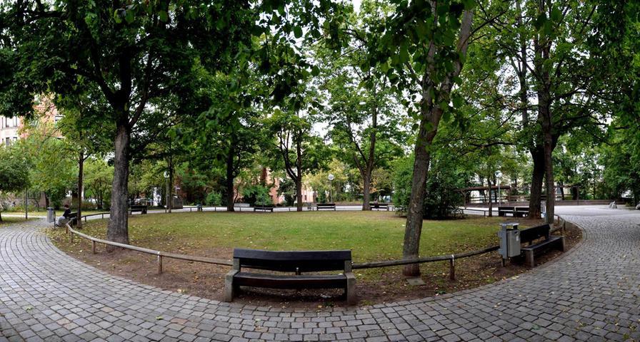 Das grüne Rondell am Kobergerplatz wird von den Anwohnern gepflegt und saubergehalten. Für die Hinterlassenschaften von Vierbeinern stehen Schaufeln und Eimer parat. Mehr über diesen Platz erfahren Sie hier.