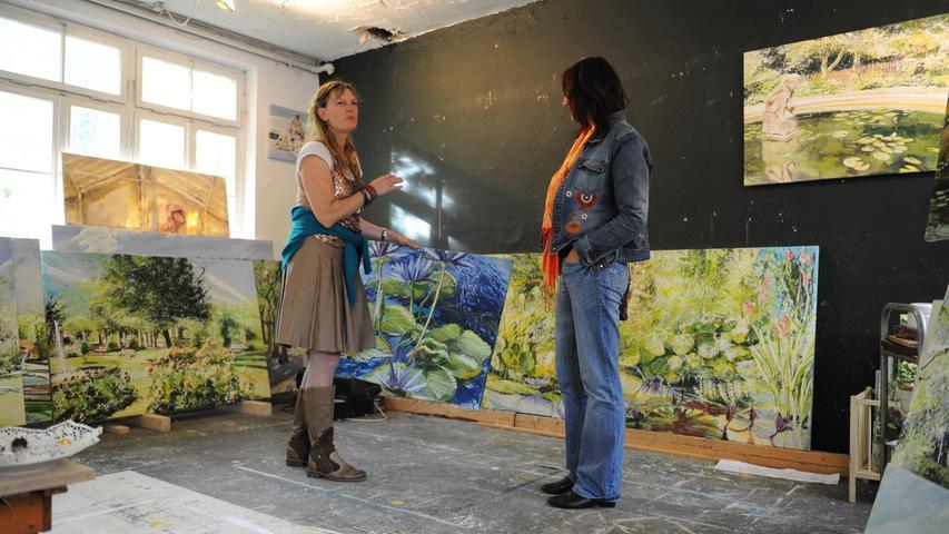 Birgit Maria Götz (li.) gehört zu den Künstlern, die im Kulturort ihre Ateliers haben.