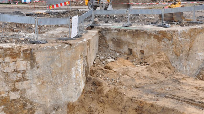 Alter Kanal: Schleuse wird aus dem Untergrund geholt