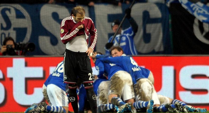 Auch Javier Pinola war nach dem dramatischen Pokalfight anders als seinen Schalker Kollegen alles andere als zum Feiern zumute.