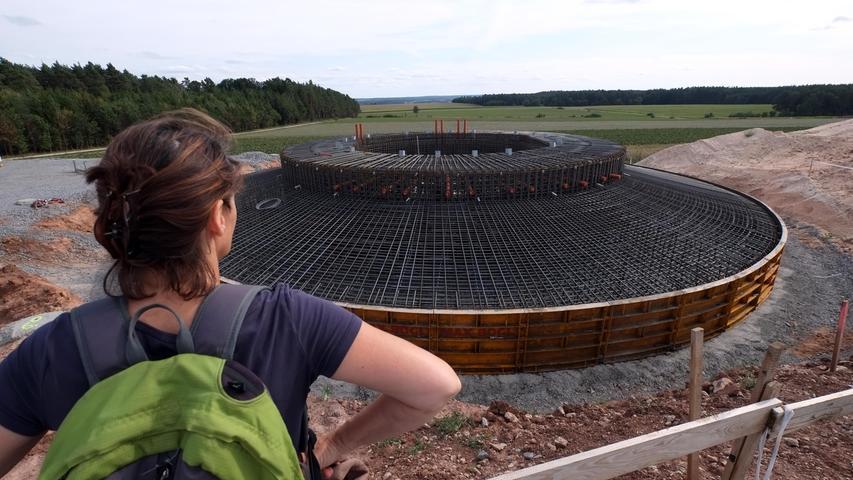 August 2015, Windrad 2: Das Armierungsgerüst ist fertig, jetzt kann der Beton kommen.