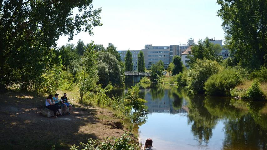 Ebenfalls ein Anziehungspunkt:die renaturierte Pegnitz auf Höhe der Uferstadt, des früheren Grundig-Geländes.
