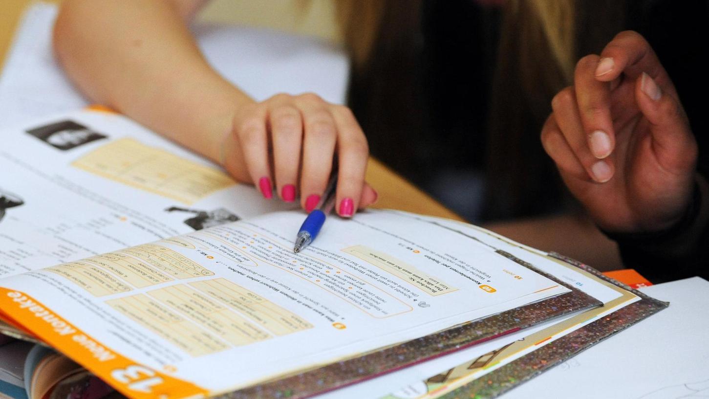 Nicht alle Neumarkter Schulkinder können die Sommerferien genießen: Einzelne bereiten sich auf Nachprüfungen oder die Abschlussklassen vor.