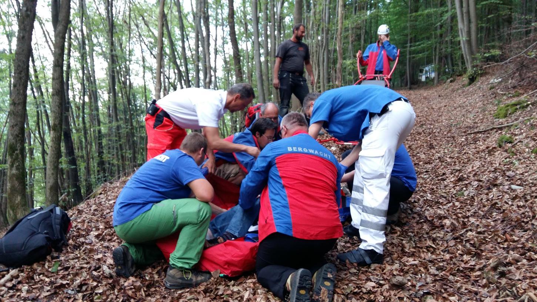 Die Bergwacht Forchheim kümmerte sich um den verletzten 77-Jährigen.