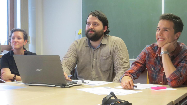 Die Erlanger Studenten Laura Jacobi, Joseph Reinthaler (Mitte) und Philip Krömer, die zum Foto: Clemens Heydenreich