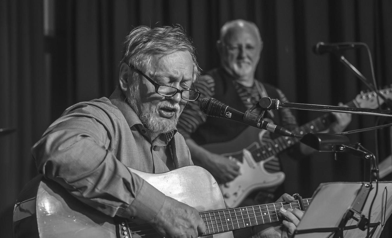 Der Musiker Johnny Hechtel ist im Alter von 66 Jahren nach langer Krankheit gestorben.