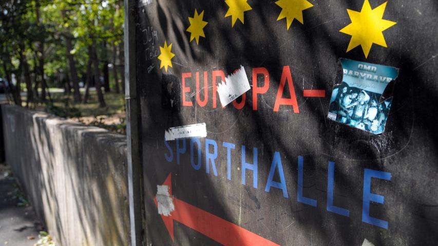 So leben die Flüchtlinge in der Sporthalle in Erlangen