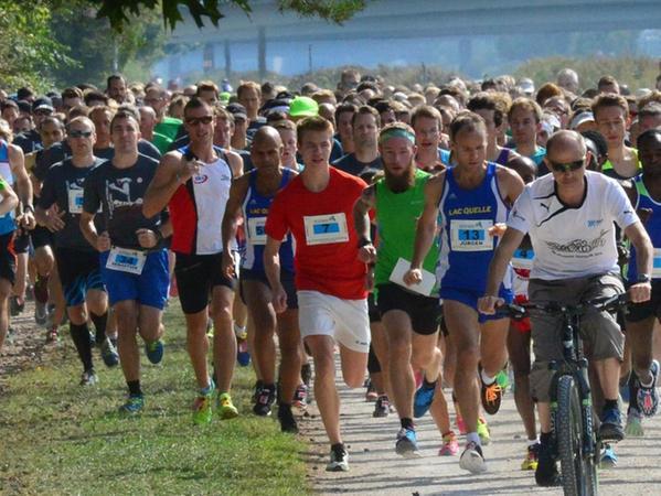 511 Teilnehmer gingen beim 10 km-Hauptlauf an den Start. Angeführt wurde das Feld vom siebenfachen Sieger Thomas Drechsler, der den Läufern auf dem Rad die Richtung wies.