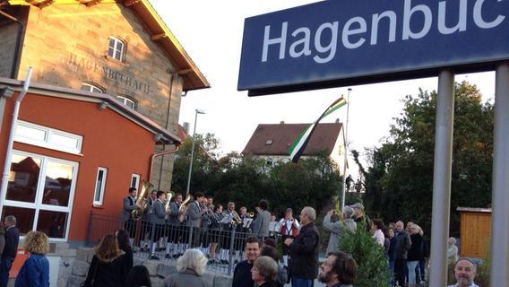 Wunderbarer Bahnhof: Herrmann bei Taufe von Zug in Hagenbüchach