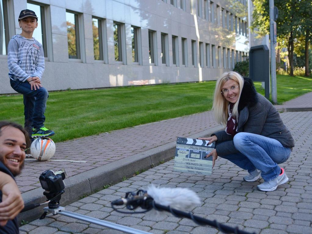 Dreharbeiten zu Macho Man 2 im Südwestpark Nürnberg, am Set mit Althofs  Assistentin Uschi König , 27.09.2015, ToMa-Fotografie