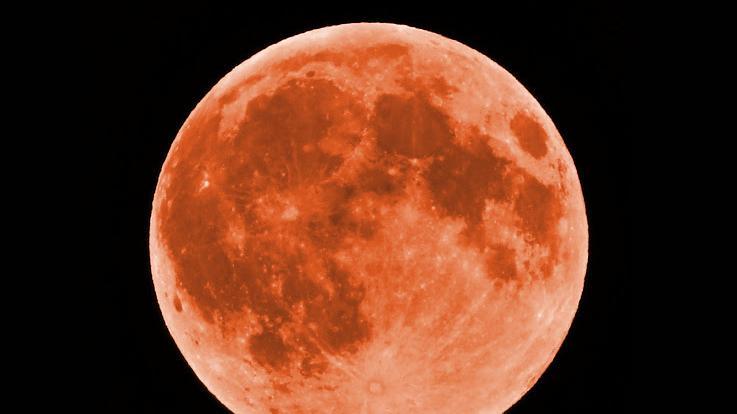 Dieses Foto von Ralf S. erreicht uns aus Erlangen. Deutlich ist hier die Struktur des Mondes, die Krater, die Oberfläche zu erkennen.