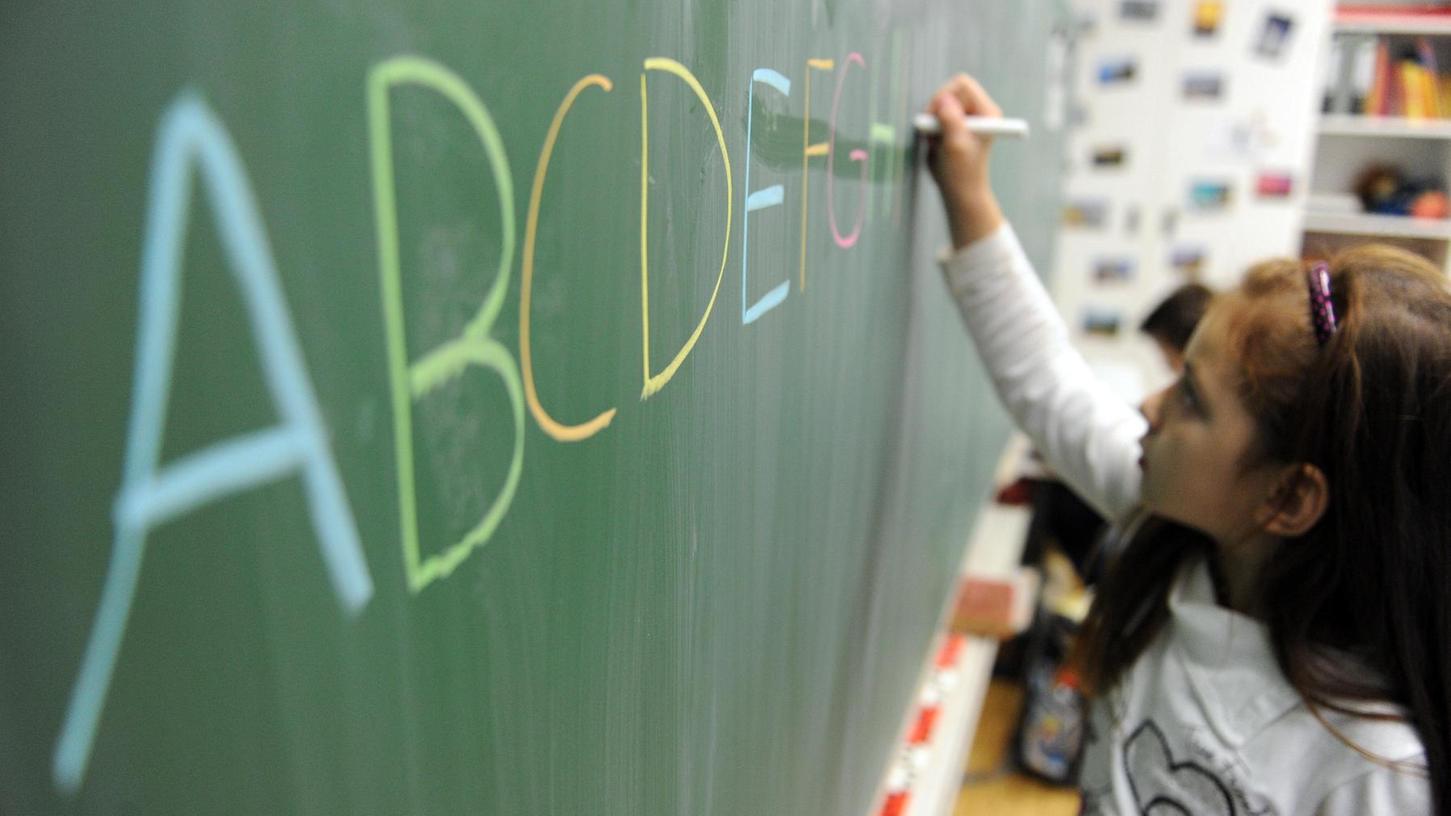 In Deutschland ist die Handschrift nach wie vor ein Muss in Grundschulen. Doch wie lange noch? In Finnland läuft in Schulen bald die Tastatur dem Stift den Rang ab. Bildungsexperten kritisieren den Trend.