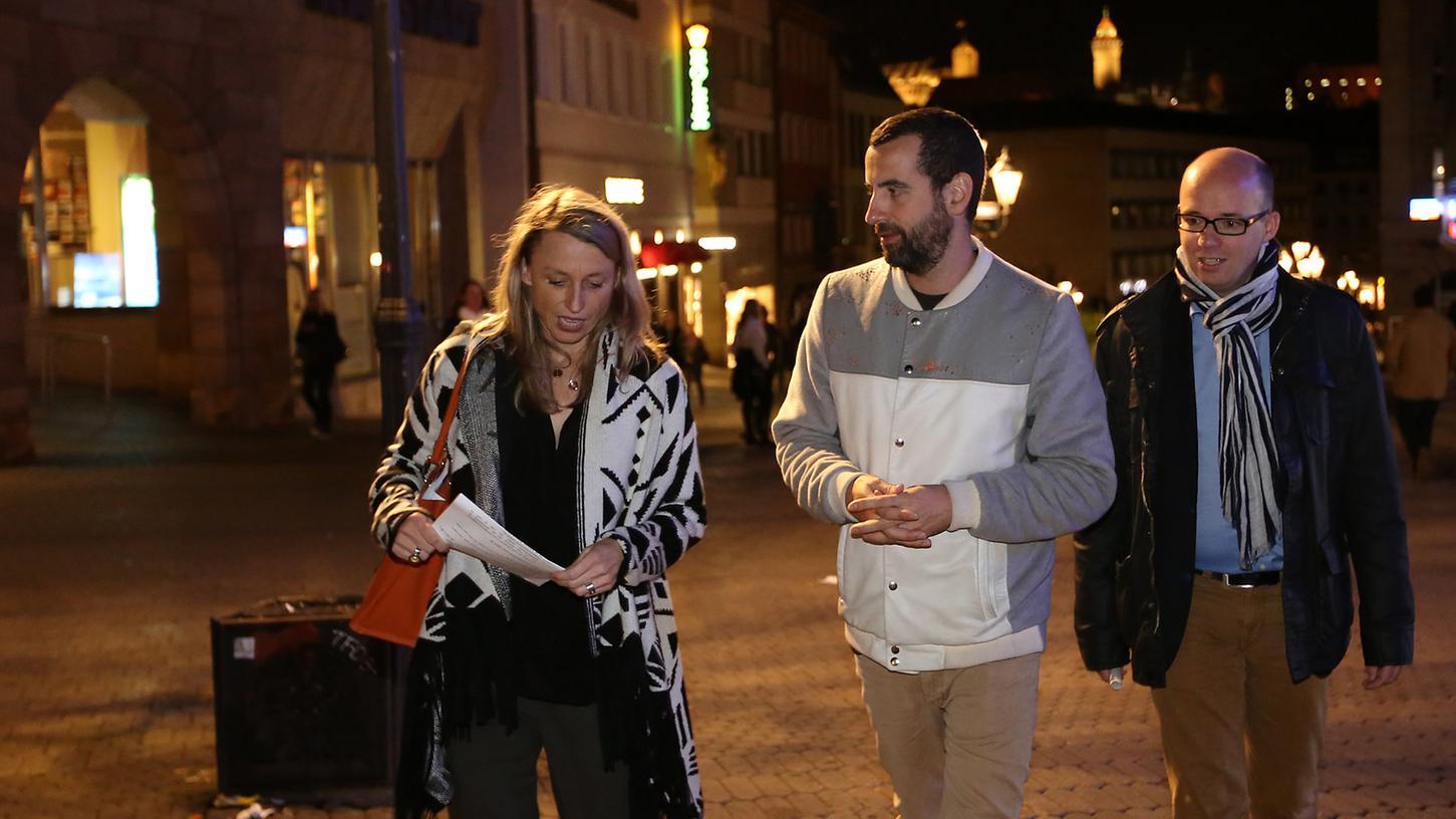 Die Stadträte Thorsten Brehm (SPD) und Katja Strohhacker (SPD) unterwegs mit Mirik Milan (Mitte), Amsterdams Nachtbürgermeister.
