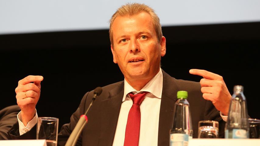 Auch die lokale Politik ist im Aufsichtsrat vertreten. Nürnbergs Alt-OB Ulrich Maly (SPD) ist seit 2007 im Aufsichtsrat und sieht zwischen Rathaus und dem 1. FC Nürnberg eine enge Verbindung. Auch wenn Maly seit der Kommunalwahl 2020 nicht mehr Bürgermeister ist, ist er weiterhin Mitglied des Kontrollgremiums. Auf der Jahreshauptversammlung 2021 wurde Maly wiedergewählt.