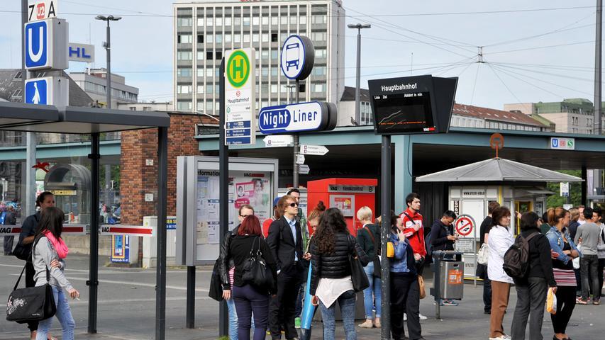 Wichtig ist den Planern auch Barrierefreiheit. Ähnlich wie bei dem Bahnsteig der Linie 9 werden die beiden anderen Steige angehoben, so dass auch Rollstuhlfahrer in die Straßenbahn kommen.