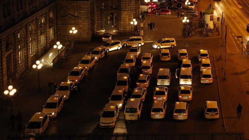 Dort, wo heute Taxen parken, soll eine